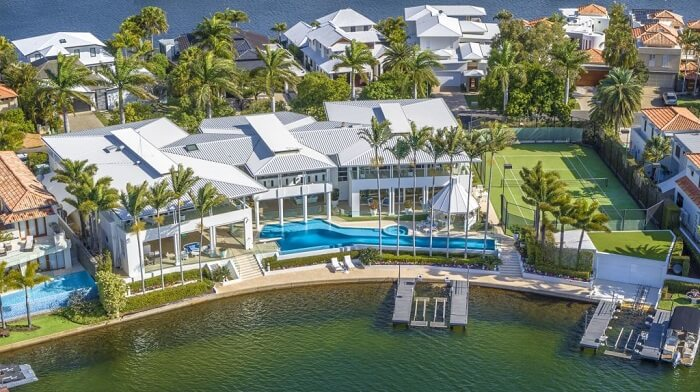 Perfect party pad Ultimate Noosa Waters entertainer, complete with nightclub, up for sale 3