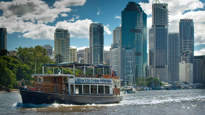 Fast boat tours taking off from Brisbane-Moreton Bay